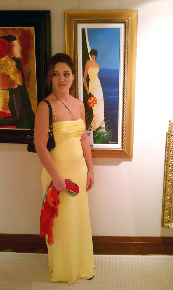 Lady in a yellow dress and her painting doppelgänger.