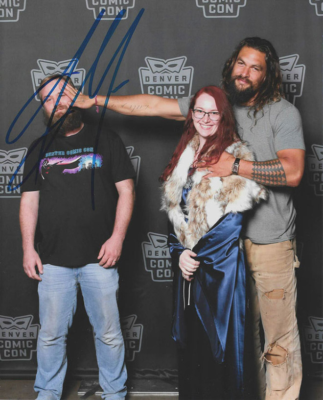 Jason Momoa stealing his girlfriend in a hilarious fan photo.
