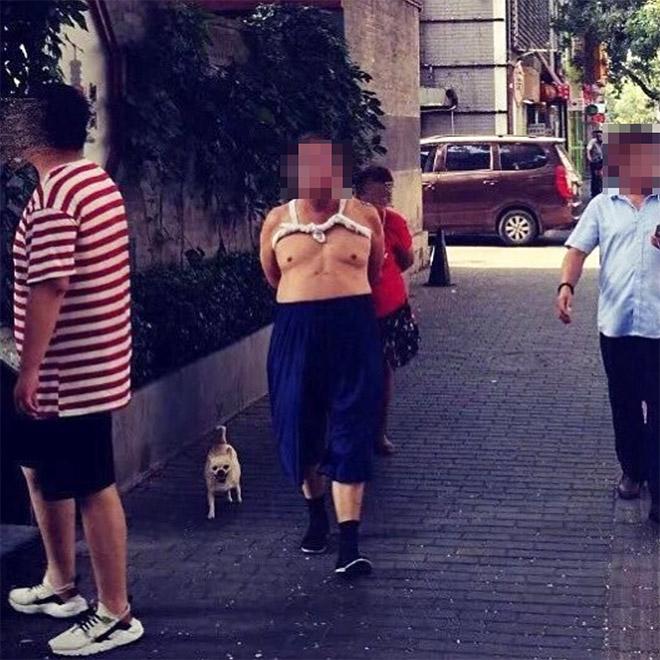 Beijing bikini wearer taking a walk.