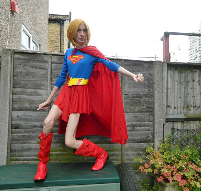 Awkward Superman (woman?) cosplay...