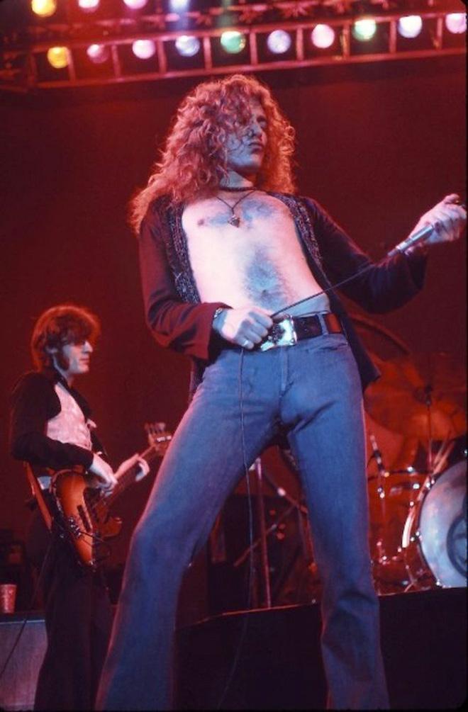 Funny rockstar bulge.