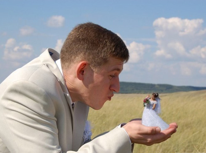 When it comes to ruining your wedding photos with lousy photoshopping, nobody does it like the Russians. Nobody!