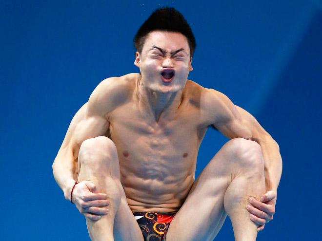 Derpy diver face.
