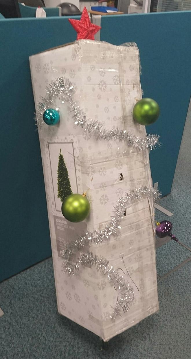 Brilliant Christmas tree decoration idea.