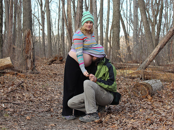 Some people have very, very weird ideas for pregnancy photos... an they are not afraid to fulfil them.
